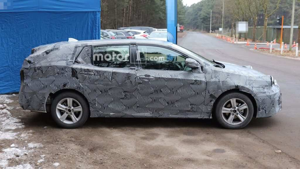 26 Great 2020 New Toyota Avensis Spy Shots Spesification for 2020 New Toyota Avensis Spy Shots