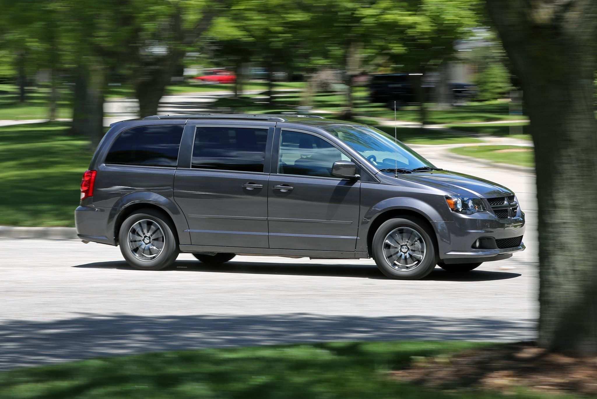 32 Great 2020 Dodge Caravan Spy Shoot for 2020 Dodge Caravan