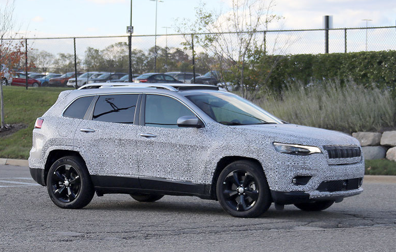 44 The 2020 Jeep Grand Cherokee Spy Exteriors Spy Shoot with 2020 Jeep Grand Cherokee Spy Exteriors