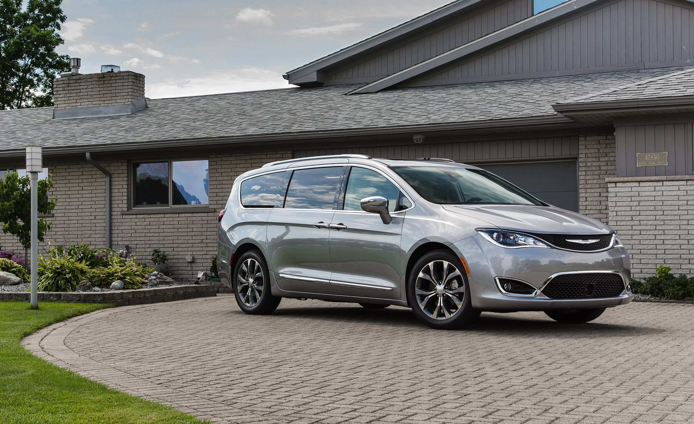 17 Gallery of 2019 Chrysler Pacifica Review Overview for 2019 Chrysler Pacifica Review