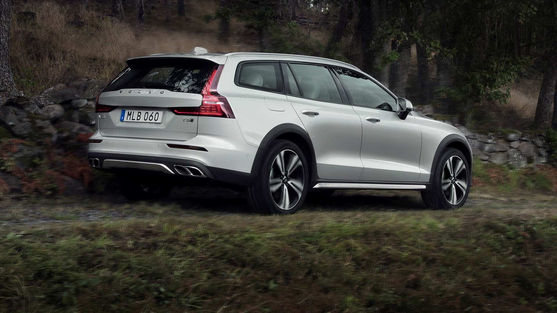 17 Gallery of 2019 Volvo V60 Cross Country Specs for 2019 Volvo V60 Cross Country