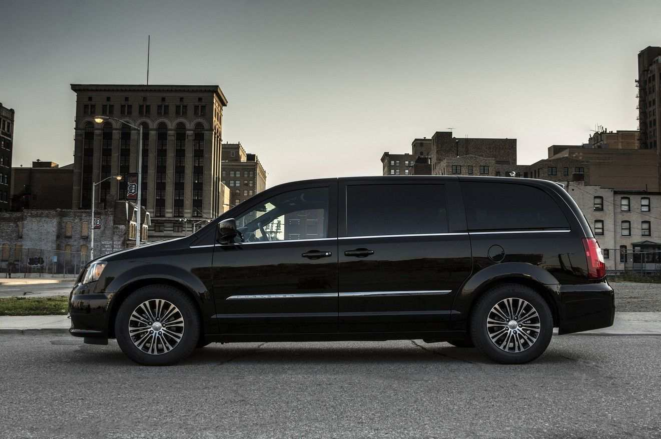 17 Gallery of 2020 Chrysler Town And Country Picture by 2020 Chrysler Town And Country