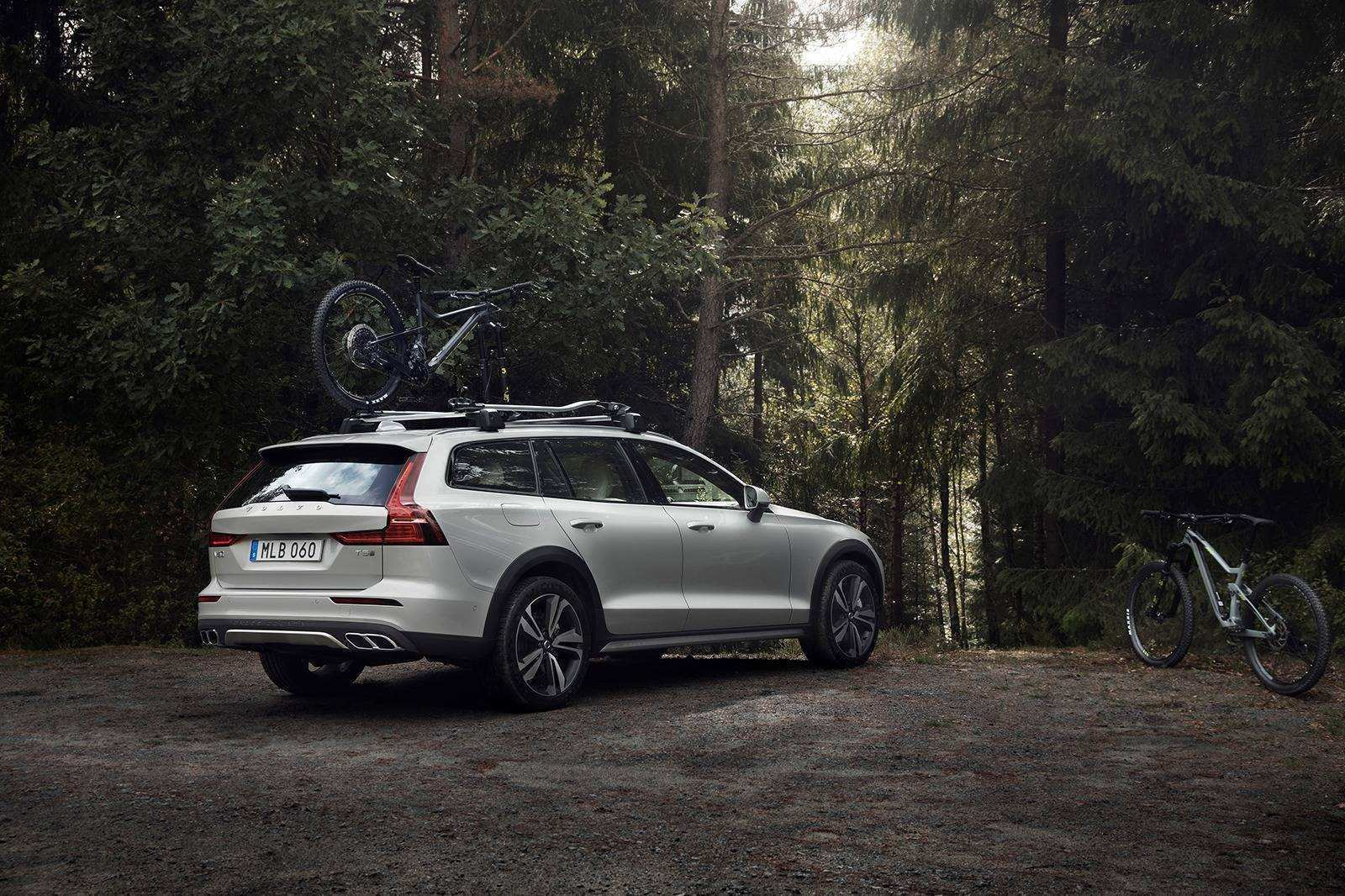 30 The 2019 Volvo V60 Cross Country Performance and New Engine with 2019 Volvo V60 Cross Country