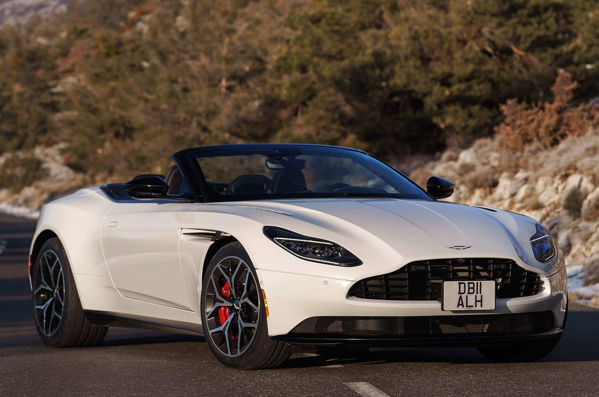 40 The 2019 Aston Martin Db11 Volante Specs and Review for 2019 Aston Martin Db11 Volante