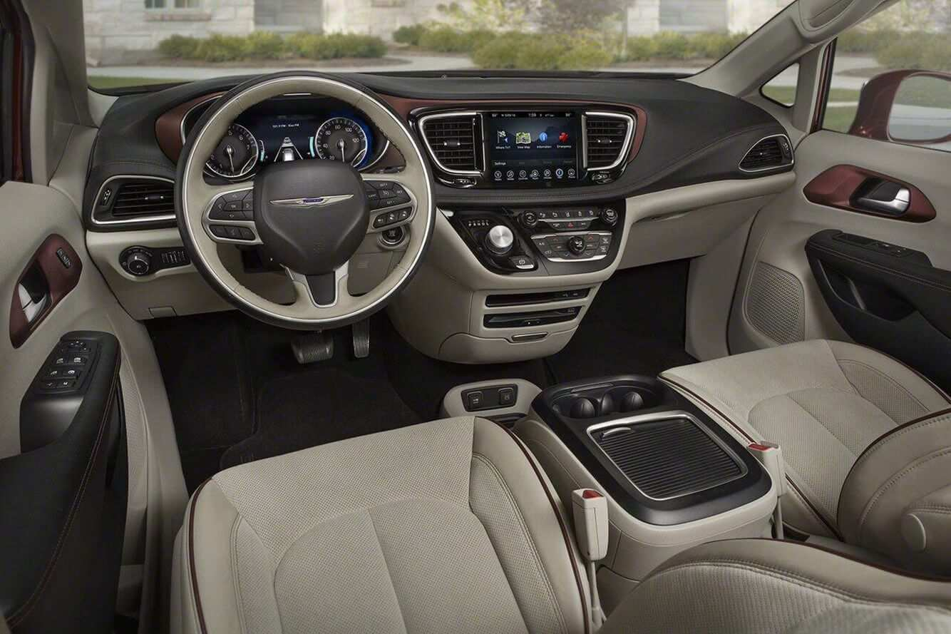 2020 Chrysler Town Country Pictures