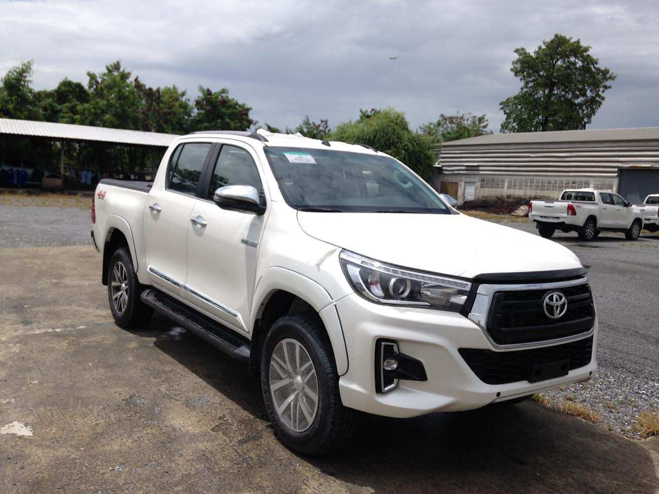 58 Best Review 2019 Toyota Hilux Facelift Spy Shoot with 2019 Toyota Hilux Facelift