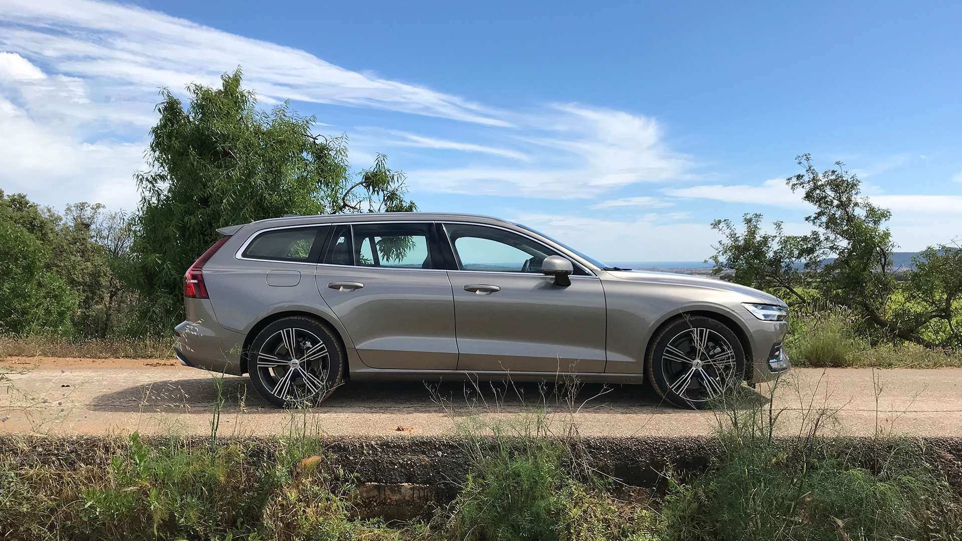 95 The 2019 Volvo V60 Cross Country Picture with 2019 Volvo V60 Cross Country