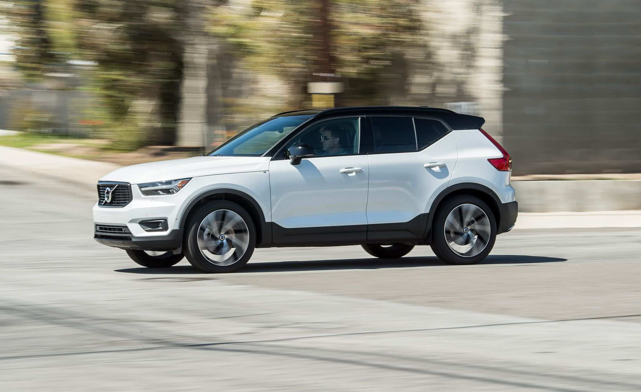 71 Gallery of Volvo 2019 Xc40 Review Pictures with Volvo 2019 Xc40 Review