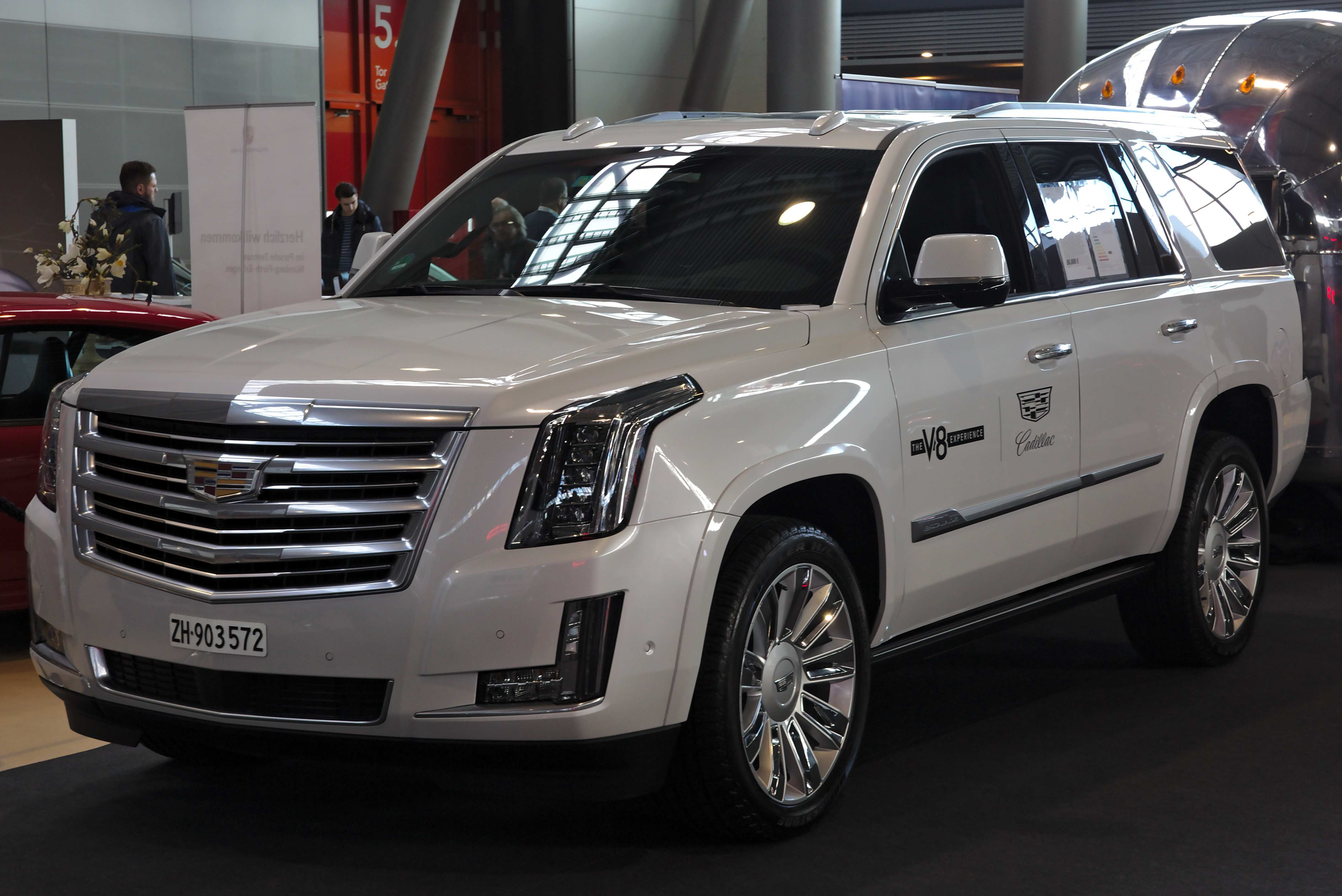 35 Gallery of New 2019 Cadillac Escalade Build New Review First Drive by New 2019 Cadillac Escalade Build New Review