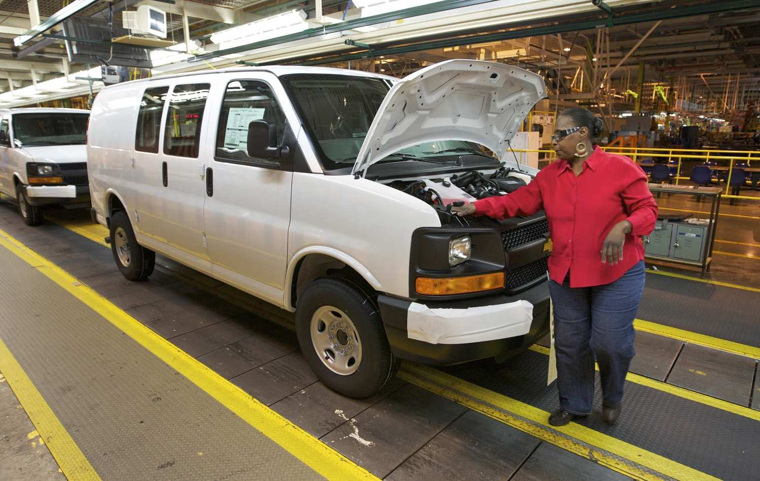 75 Gallery of Chevrolet Express Van 2020 Performance and New Engine for Chevrolet Express Van 2020